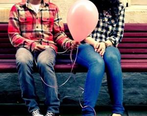 Adoslescentes con globo